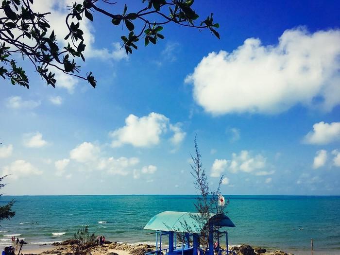 Biển Dinh Cô xanh ngút ngàn, mê hoặc lòng người