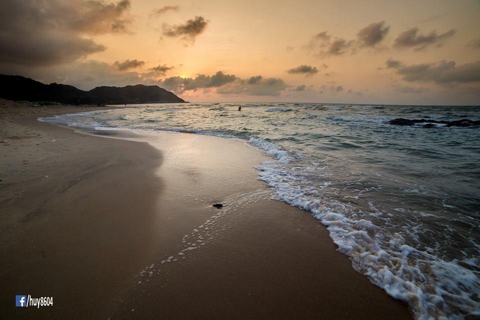 Một góc biển Dinh Cô còn khá hoang sơ, vắng lặng