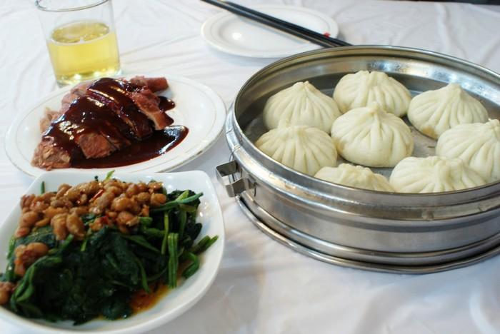 Chõ bánh bao trên bàn ăn của người Hoa