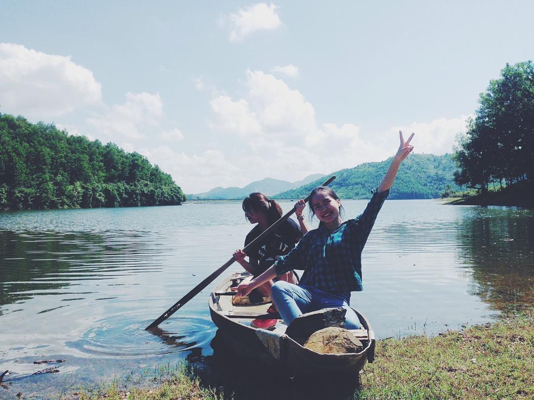 Thử cảm giác chèo thuyền trên hồ