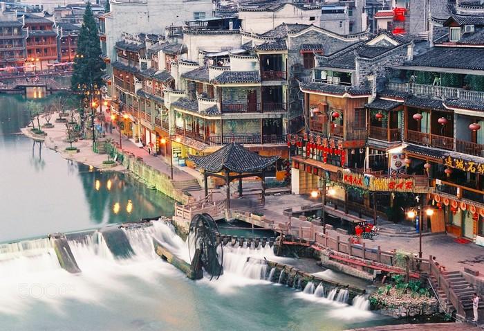Lộng lẫy Feng Huang nước Trung