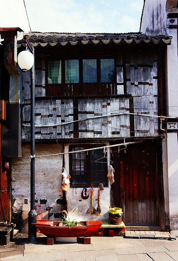 Một góc ngôi nhà giản dị người địa phương