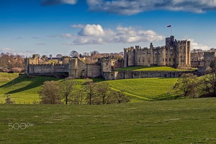 Dấu tích của những tòa lâu đài ở Anh quốc luôn mang vẻ kỳ bí và đầy mê hoặc