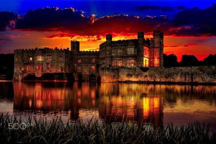 Lâu đài Leeds lộng lẫy trong hoàng hôn