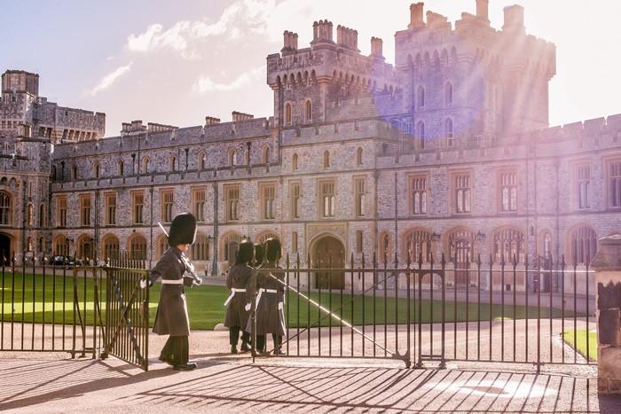 Tòa lâu đài nguy nga tráng lệ dưới nắng