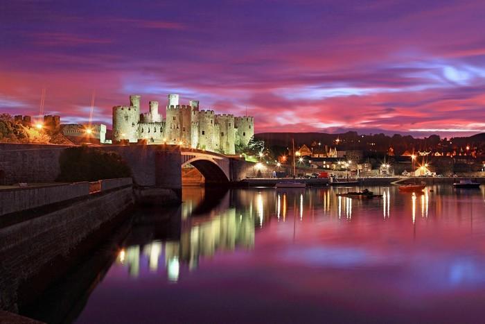 Khung cảnh tráng lệ của tòa lâu đài Conwy trong ráng chiều