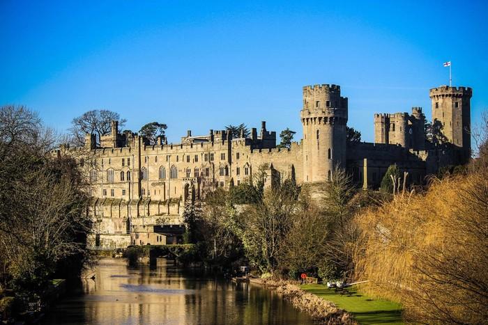 Lâu đài cổ kính giữa cảnh quan thơ mộng