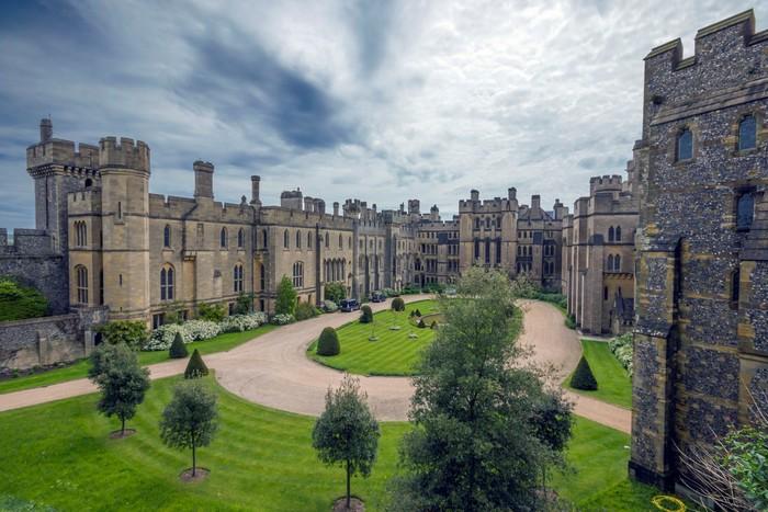 Cảnh đẹp ngây ngất trong khuôn viên lâu đài