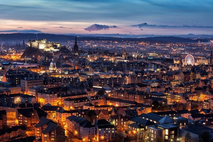 Thành phố Edinburgh hoa lệ và mang vẻ đẹp say đắm lòng người