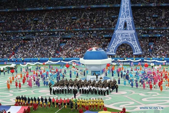 Màn khai mạc đầy sắc màu của Euro 2016