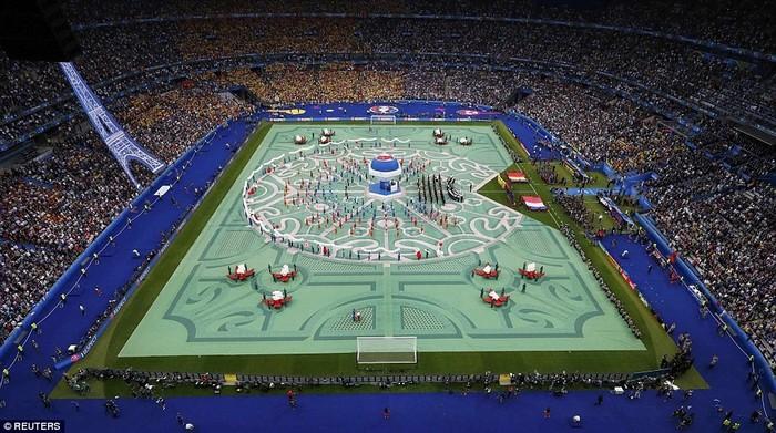 Toàn cảnh sân vận động Stade de France và màn khai mạc