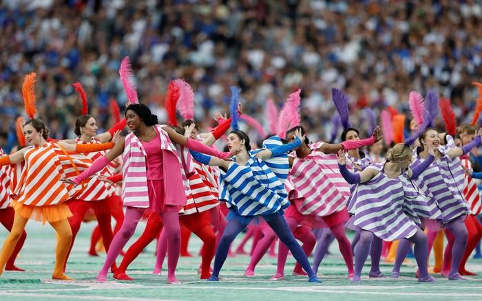 Màn đồng diễn nhiều màu sắc tại buổi khai mạc