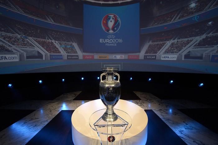 Chiếc cúp danh giá giải UEFA 2016