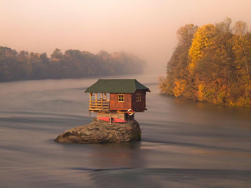 Ngôi nhà trên sông, gần thị trấn Bajina Basta, Serbia