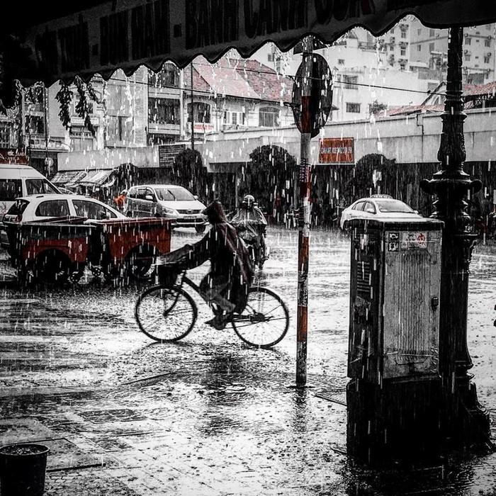 Ngắm một Sài Gòn lạ trong mưa