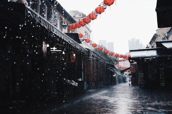 Chiều mưa về trên phố