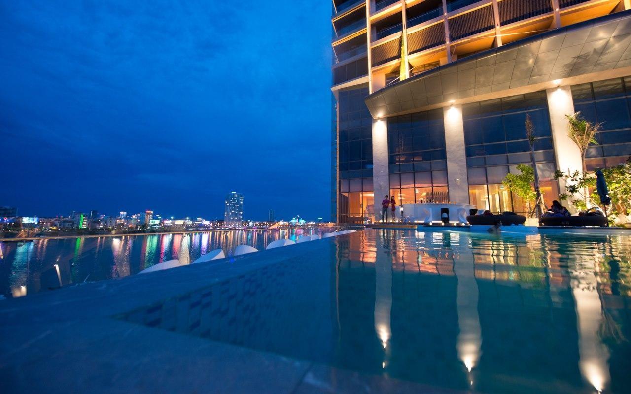Góc nhìn ra toàn thành phố Đà Nẵng từ hồ bơi của Novotel Danang