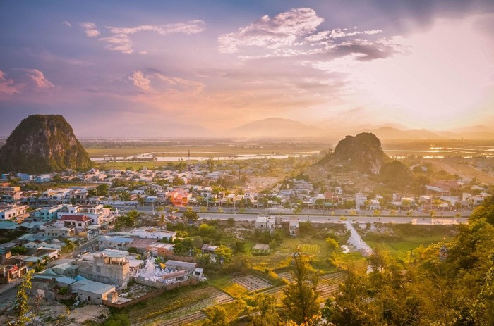 Bên dưới chân núi Ngũ Hành tồn tại một làng nghề đá đã tồn tại qua hàng trăm năm