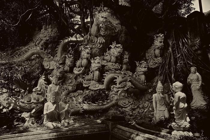 Từ những khối đá vô hồn những nghệ nhân đá Non Nước đã tạo nên những tác phẩm mang linh hồn