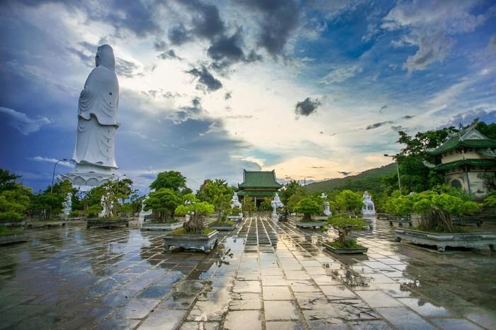 Chùa Linh Ứng Sơn Trà – sau cơn mưa
