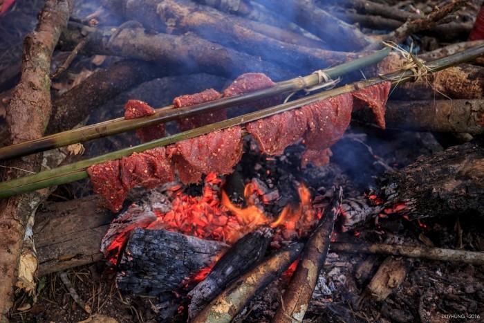 Thịt nướng ngon lành - Ảnh: Duy Hùng