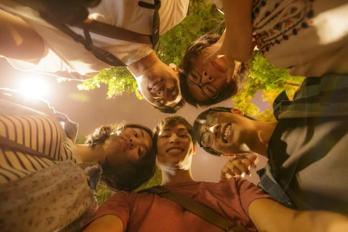 Lưu giữ những khoảnh khắc bên bạn bè - Ảnh: Duy Hùng