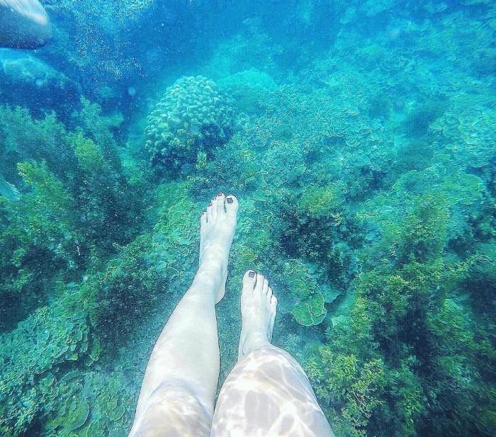 Chân có thể chạm đáy san hô - Ảnh: @dieulinhtran92
