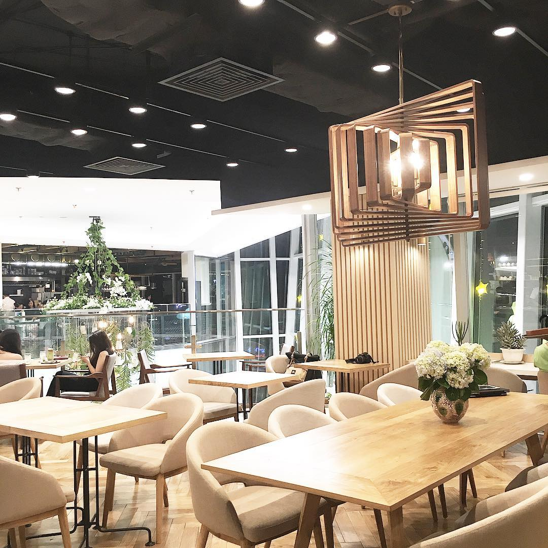 Phong cách một màu của Miyama Cafe- Ảnh: thi.au