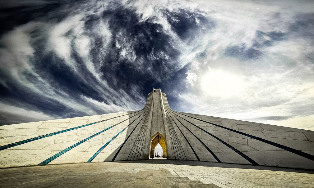 Tháp Azadi (tháp tự do) có tên cũ là Shahyad nằm ở quảng trường Azadi, Tehran, cũng là nơi đánh dấu cửa ngõ phía tây vào thành phố.
