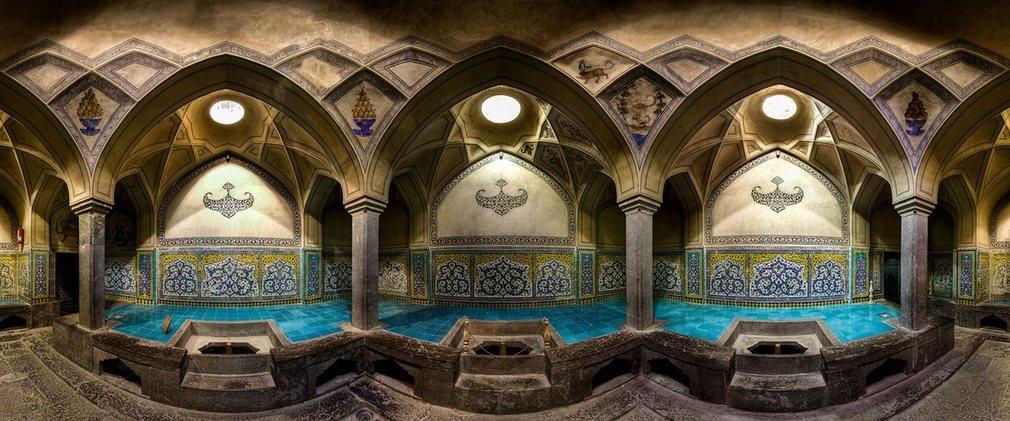 Những bể tắm ở Isfahan được trang trí đẹp mắt với thiết kế mái vòm cùng nhiều chi tiết minh họa trên gạch ốp tường