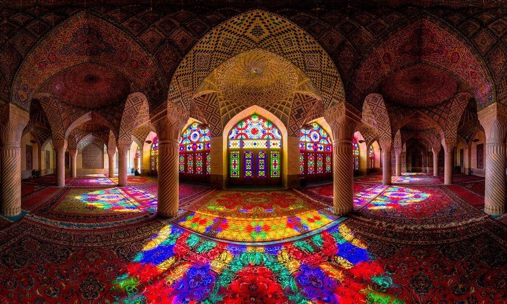 Thánh đường Pink, hay tên khác là Nasil al-mulk, một địa điểm lịch sử ở thành phố Shiraz, tỉnh Fars.