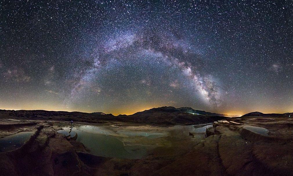Cảnh tượng ở Badab e Soort vào một đêm mùa xuân.Badab e Soort là bậc thang tự nhiên thuộc tỉnh Mazandaran, miền bắc Iran.
