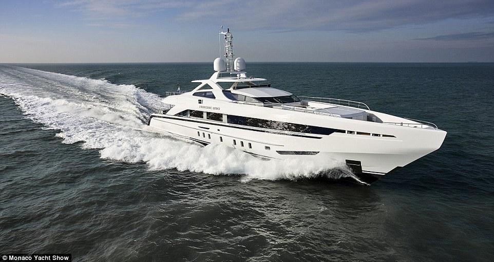 Trên ảnh là tàu Heesen Amore Mio, siêu du thuyền rộng và nhanh nhất được thiết kế ở Hà Lan.