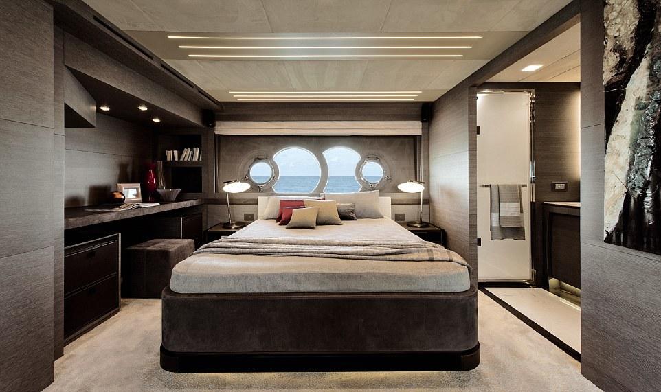 Hai hãng thời trang nổi tiếng là Armani và Hermes thiết kế nội thất cho tàu. Các đồ gỗ cũng được nhập khẩu từ Italy.