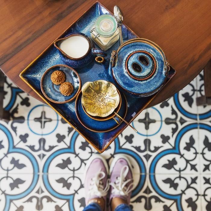 Một tách trà cho ngày nhẹ nhàng- Ảnh: neilfeatherstonephoto