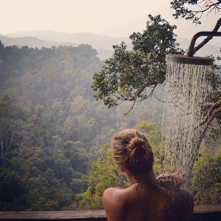 Tắm giữa thiên nhiên