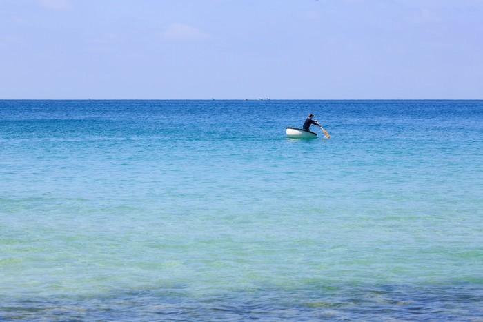 Màu xanh biếc của đại dương mênh mông