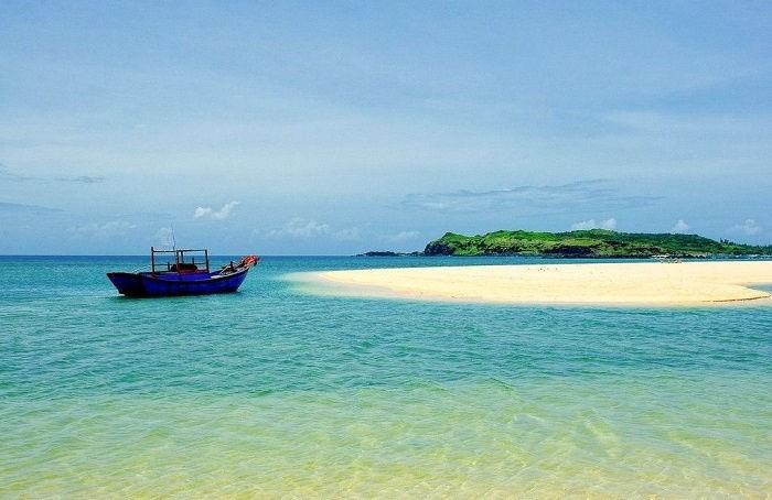 Một góc đảo Phú Quý hoang sơ