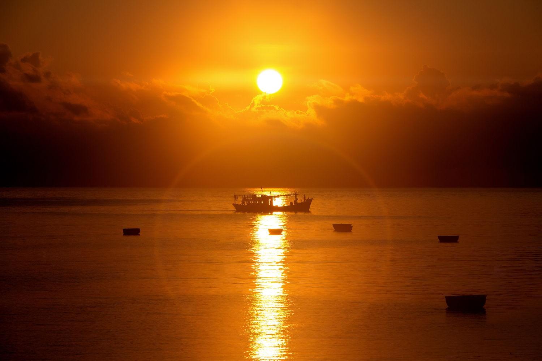 Mê mẩn áng hoàng hôn trên biển Phú Quý