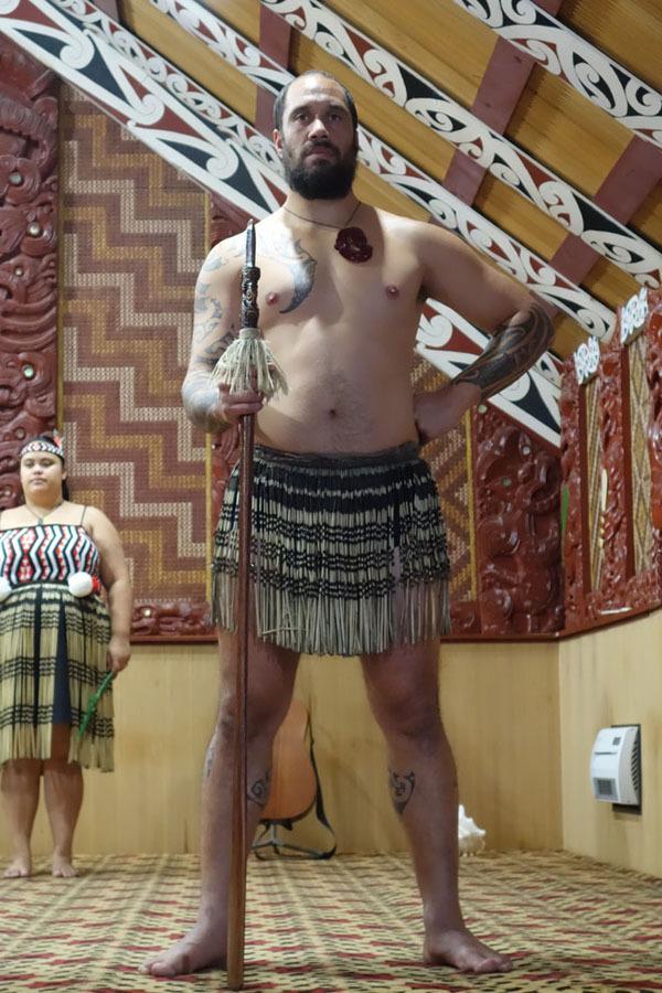 Người Maori sinh sống giữa các vùng địa nhiệt, sử dụng chính mạch nước này để nấu ăn, tắm và làm ấm ngôi nhà của mình.