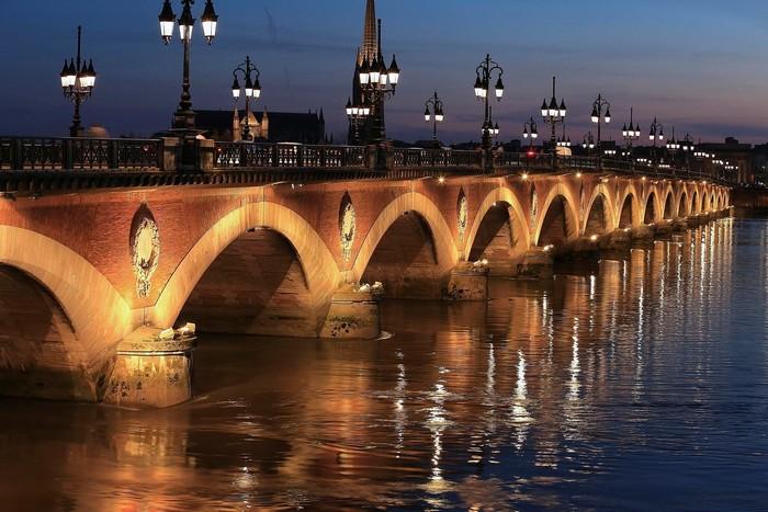 Những cây cầu mộng mơ của thành phố hoài cổ