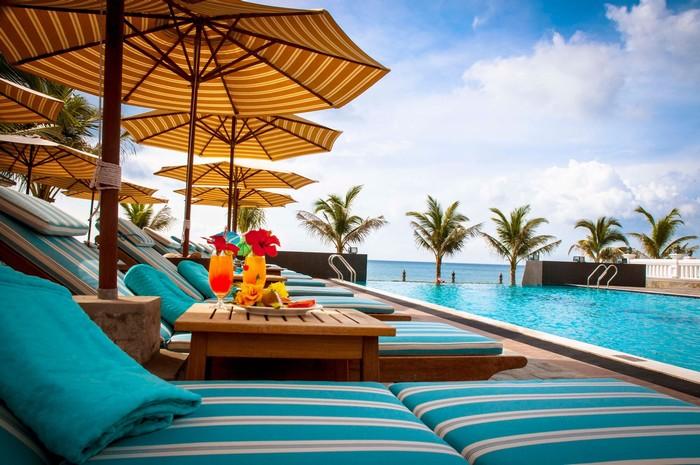 Tận hưởng tiện ích của khách sạn - resort cũng là một phần của chuyến đi