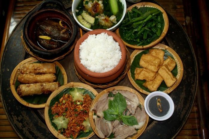 Những món ăn địa phương chính là thứ níu chân du khách không ngừng nhớ thương