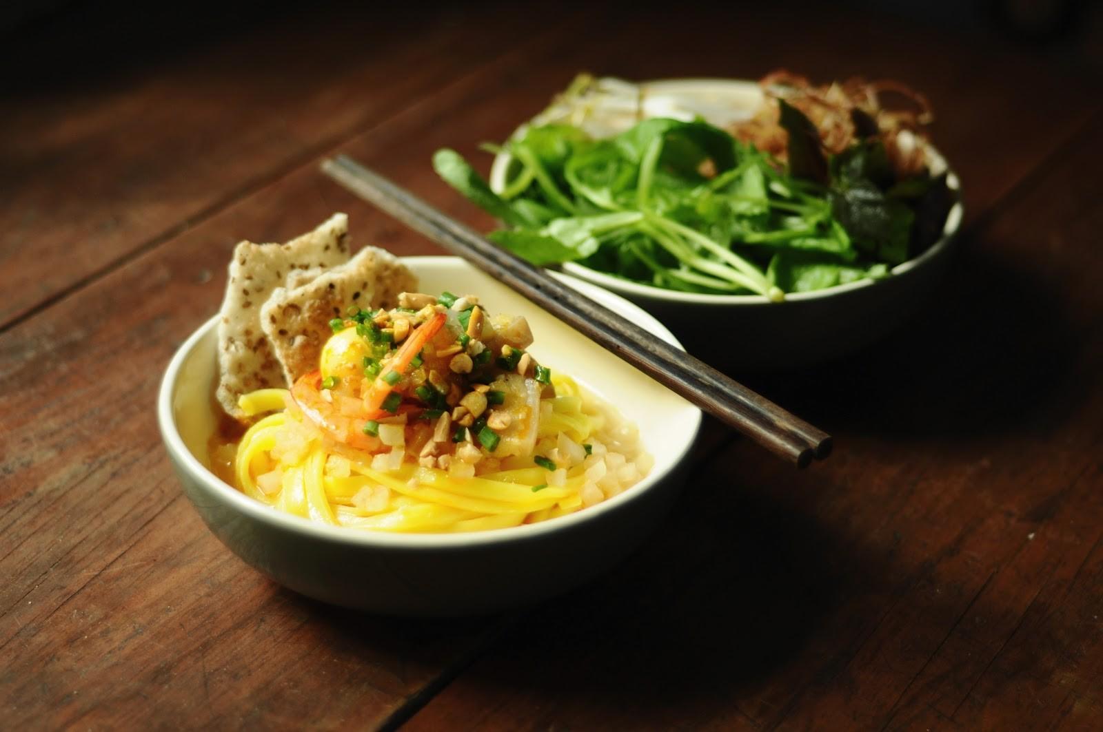 Mì Quảng là một trong những thức ăn thuộc danh sách phải thử khi đến Đà Nẵng - Hội An