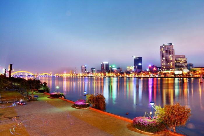Đà Nẵng gợi nhớ trong tim người lữ khách về một thành phố hiện đại bên dòng sông Hàn