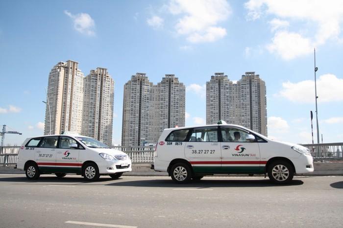 Taxi cũng là một phương tiện di chuyện thuận tiện không thể bỏ qua