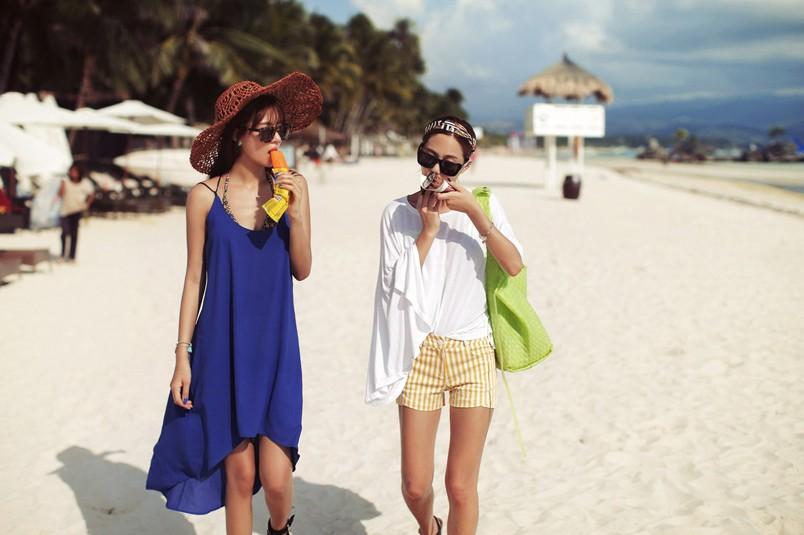 Bạn cùng đừng quên kem chống nắng, mũ rộng vành và những đôi giày đế thấp