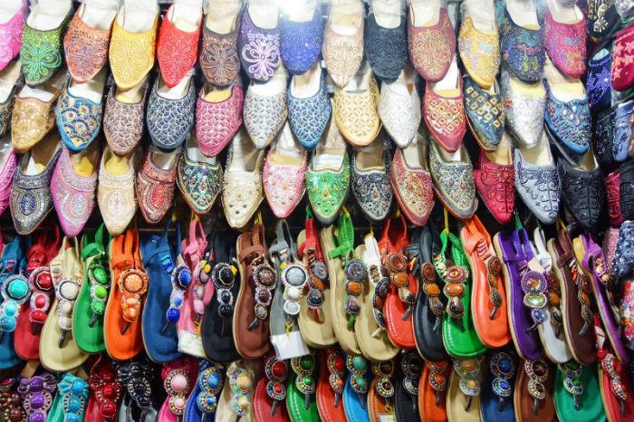 Hàng giày dép ở chợ Bến Thành