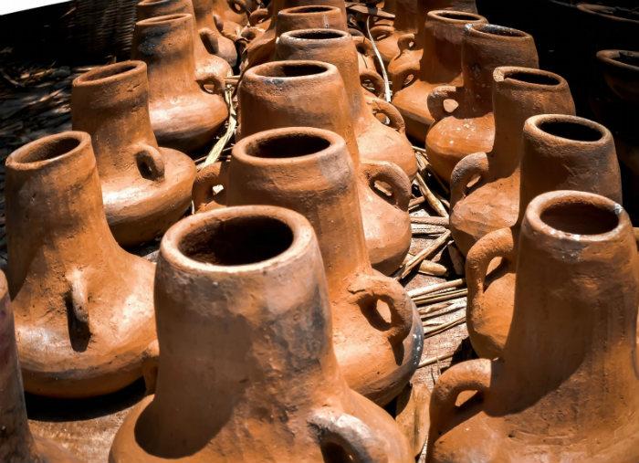 Những chiếc bình làm từ đất sét
