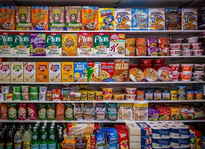 Bạn có thể dễ dàng mua các vật dụng vệ sinh cá nhân thông thường tại các siêu thị mini